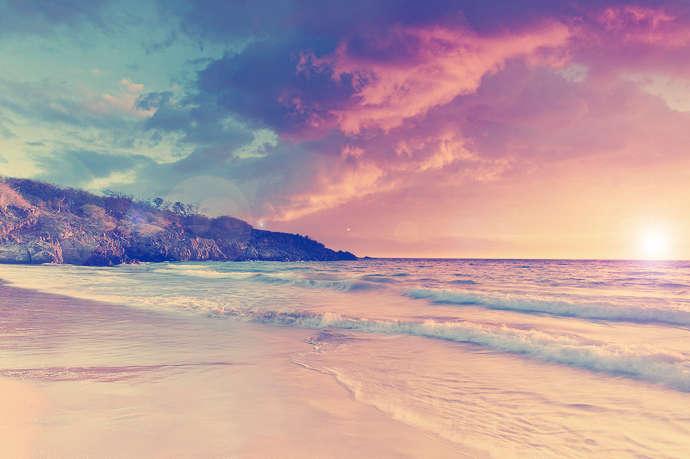 魔幻风格海边沙滩风景图片素材_绚丽的海边沙滩风景图片素材