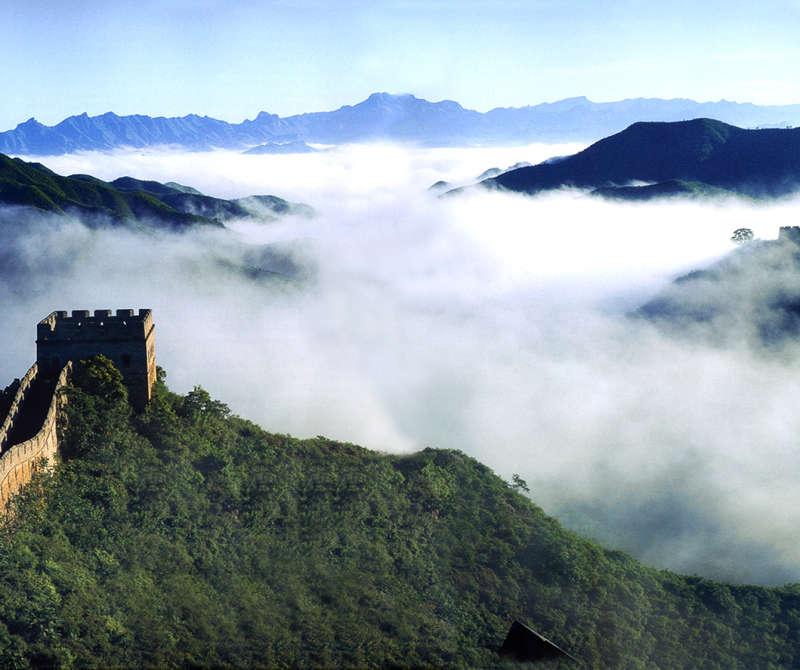 云雾中的长城高清摄影图片jpg下载