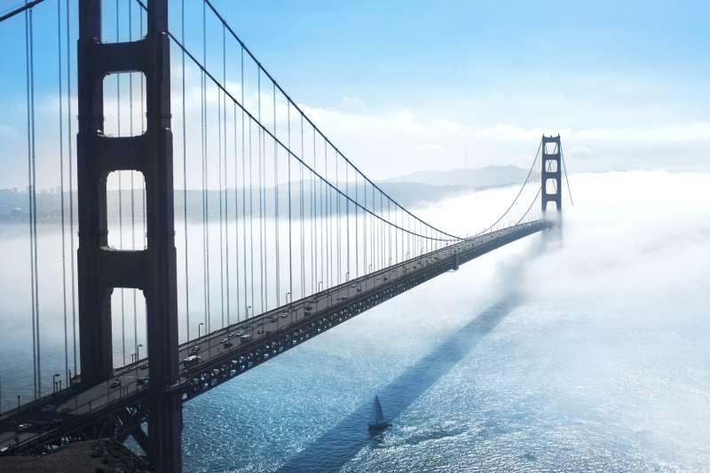 被雾笼罩美国金门大桥高清图片下载
