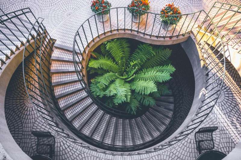 高清旋转的楼道图片素材