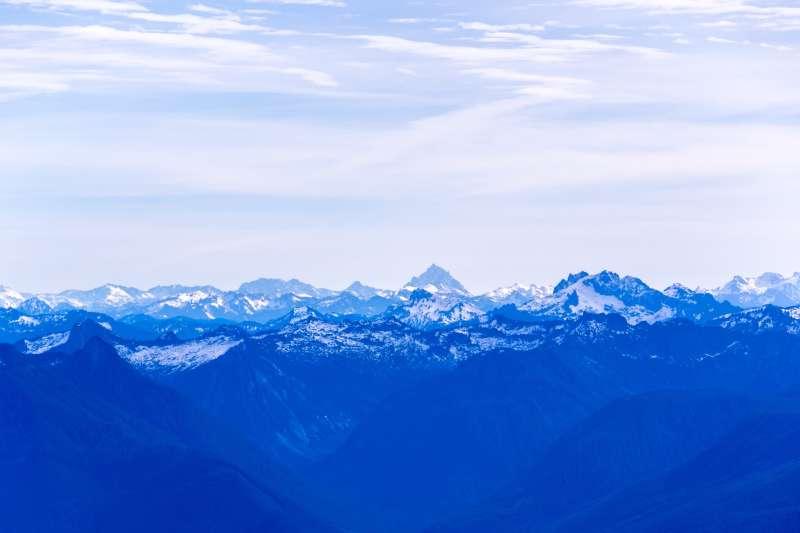 蓝色密集的山脉高清图片下载
