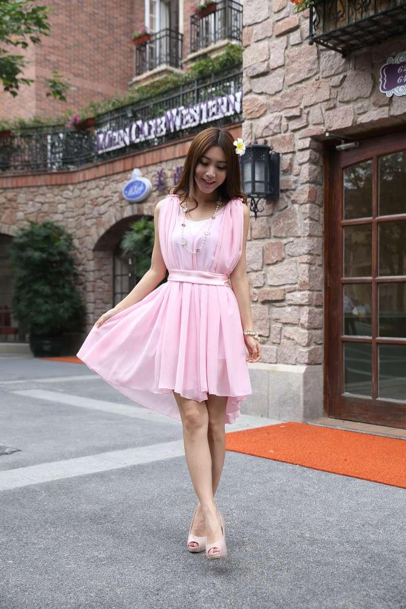 夏日街拍粉色连衣裙美女高清图片下载