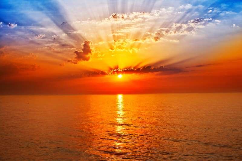 一望无际大海上日出高清图片下载