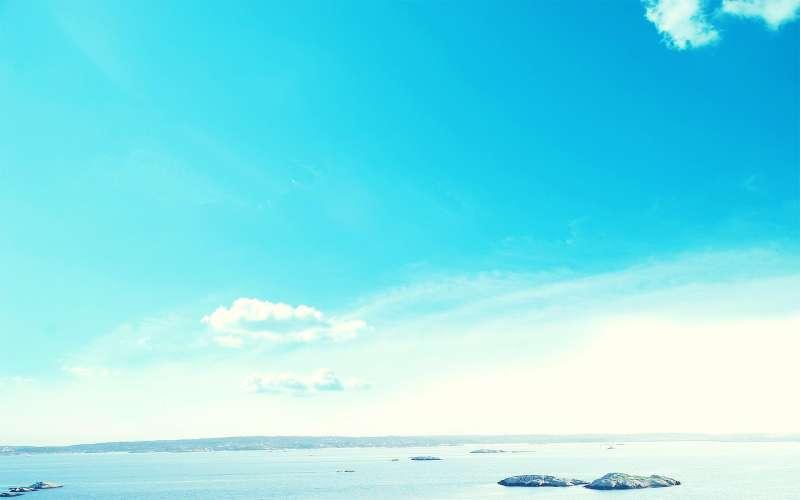 蓝色一望无际的海上天空高清图片素材
