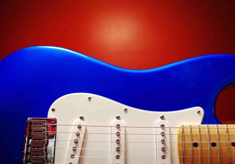 电吉他qq空间音乐背景图片_红色背景图片素材下载