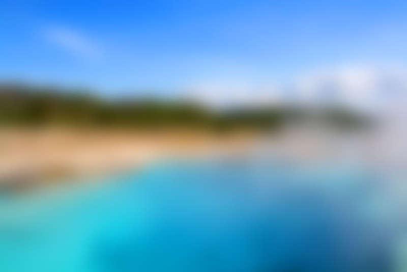 蓝色模糊山水风景图片_山水背景图片下载